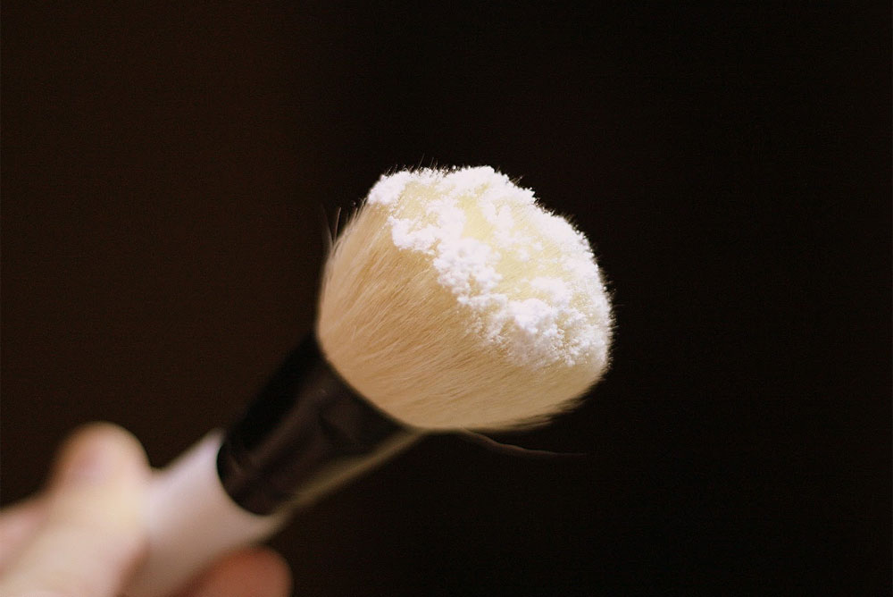 DIY No-Shine Face Powder with cornstarch - Mommy Scene