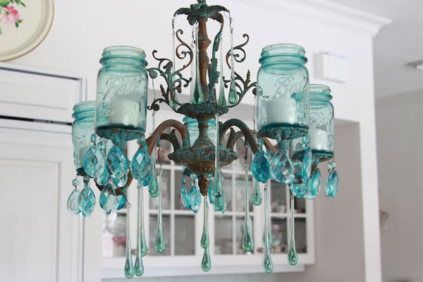 Mason-jar DIY spray paint chandelier