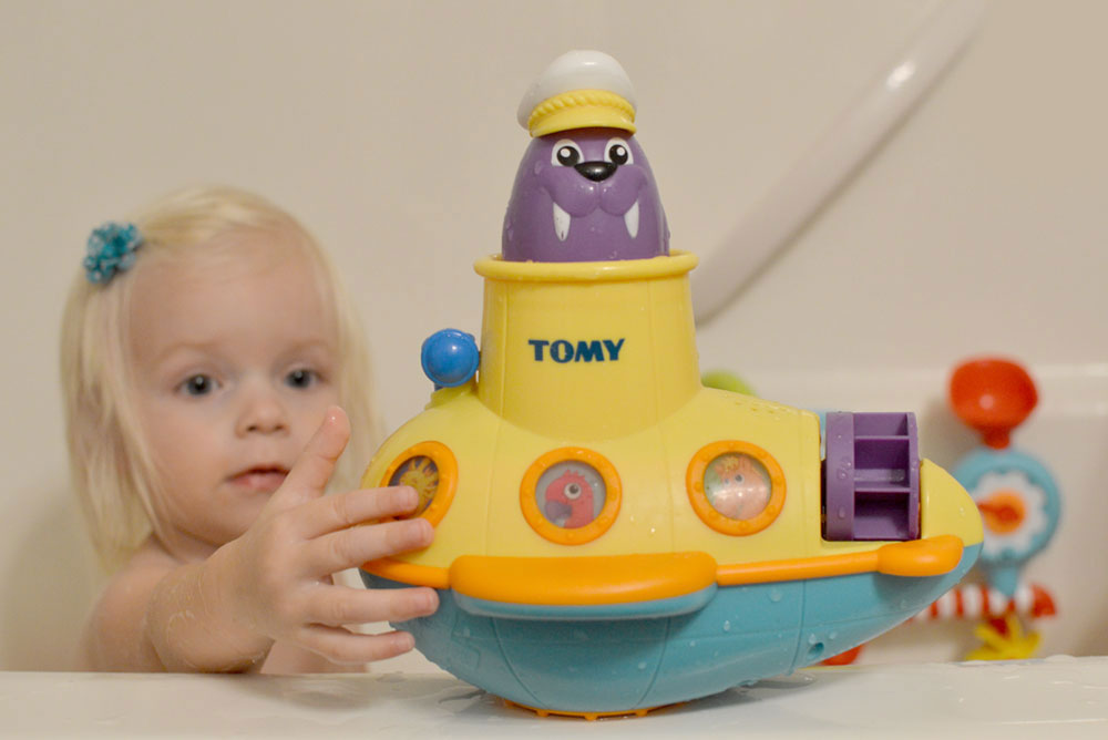TOMY interactive kids bath toys - Mommy Scene