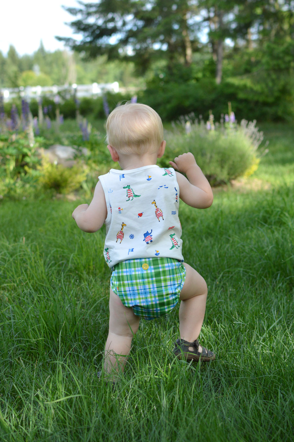 Buttons Diapers for modern babies dapper print - Mommy Scene