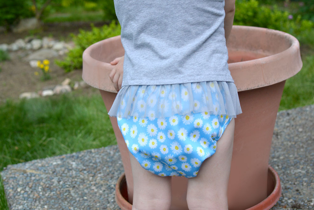 Buttons Diapers flower print - Mommy Scene