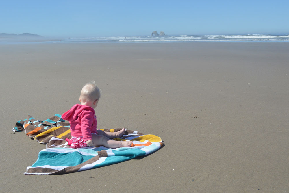 Oregon coast baby on the beach - Mommy Scene