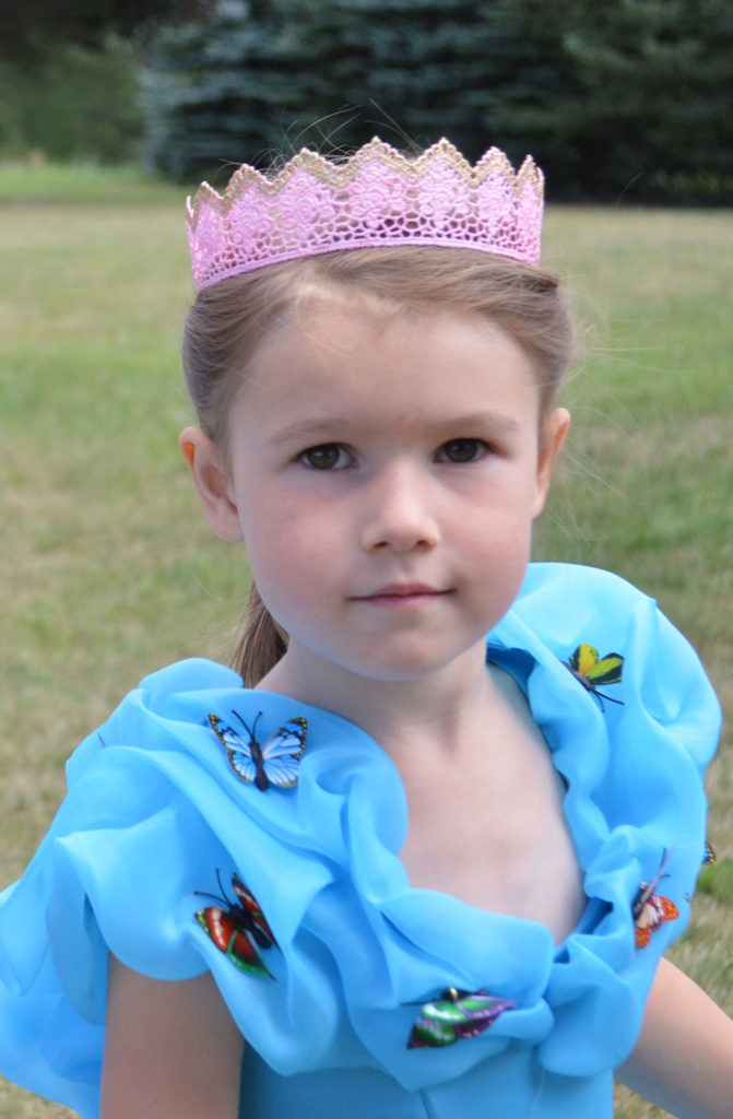 DIY Mod Podge lace crowns for little princesses