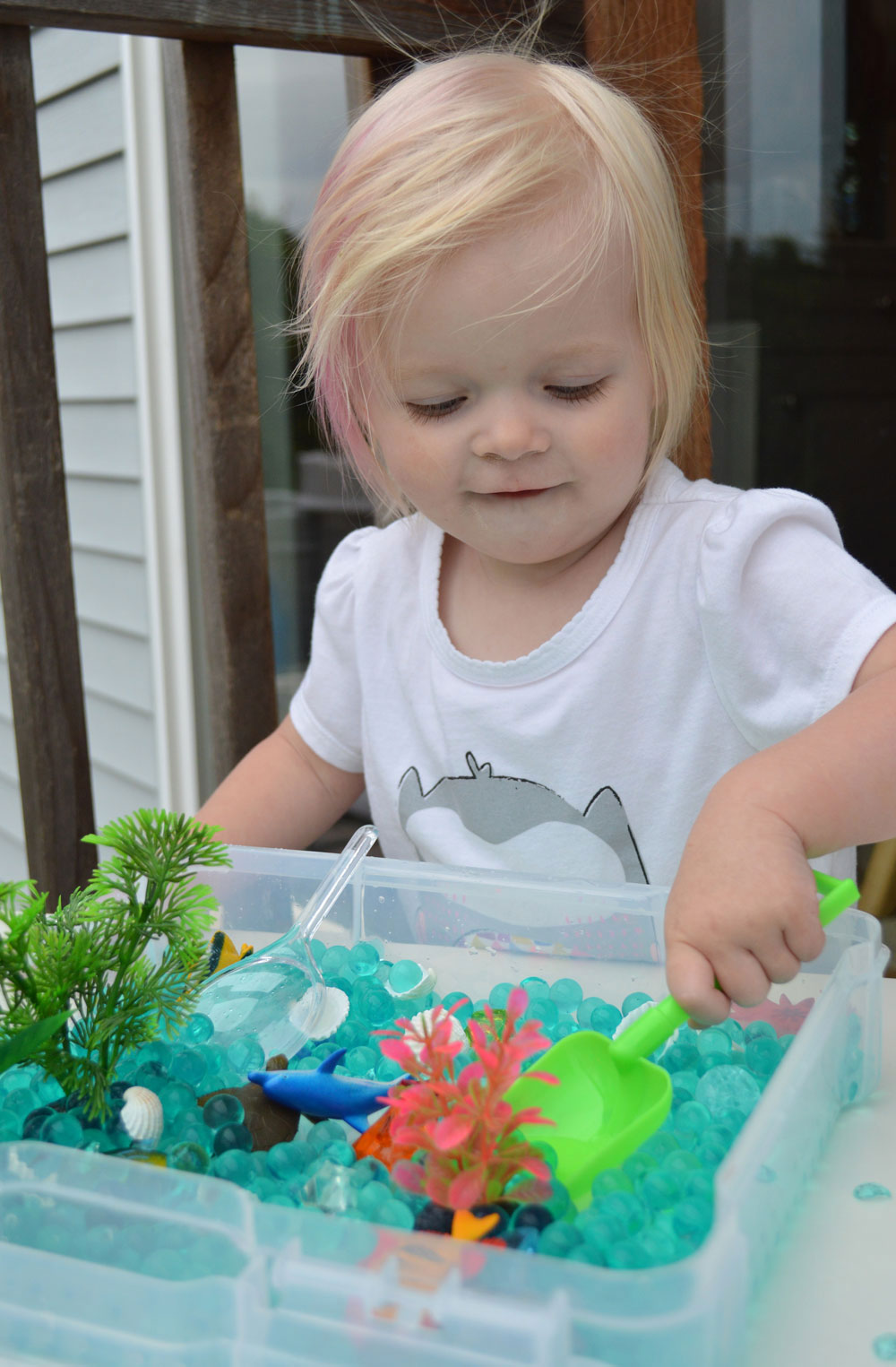 DIY sensory box with water beads - Mommy Scene