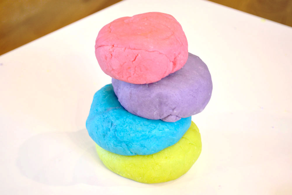 Easy homemade playdough for kids - Mommy Scene