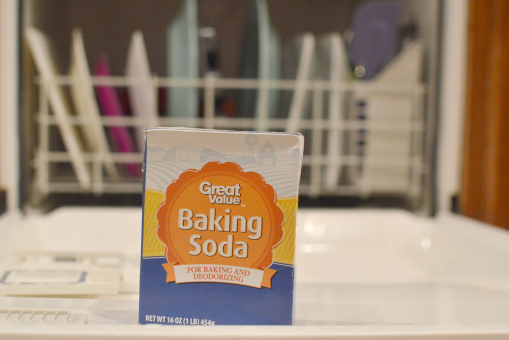 Clean your dishwasher with baking soda - Mommy Scene