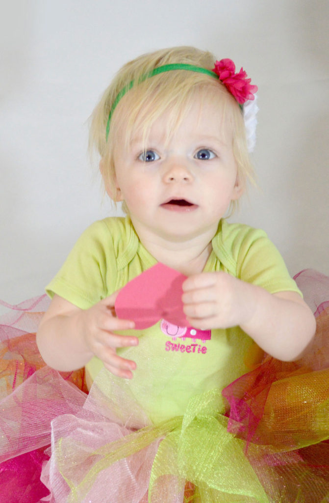No-Sew Tutu for Toddler or Baby Girl DIY tutorial - Mommy Scene