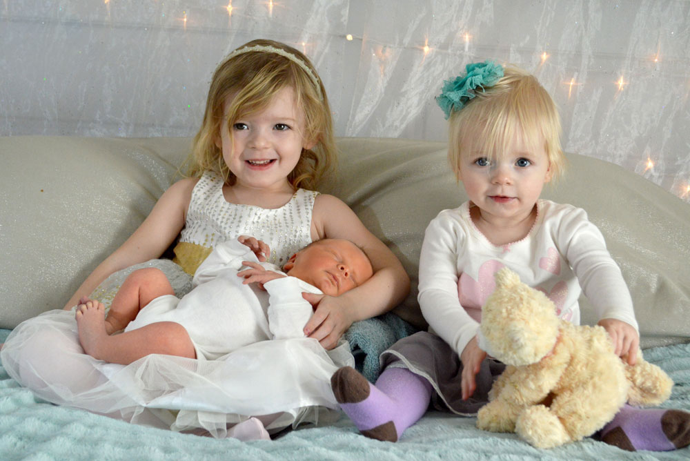 Little mommy girls with baby brother - Mommy Scene