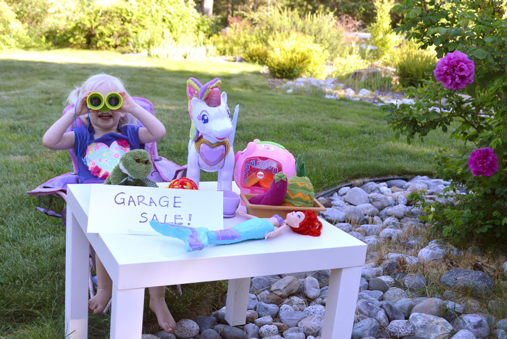 Kids having a garage sale to sell toys - Mommy Scene