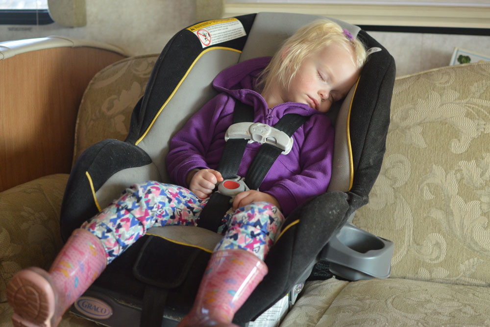 Naps on the go in a RV motorhome - Traveling with Kids