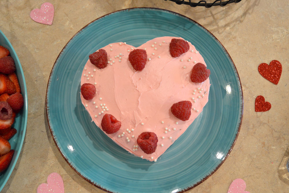 Cute heart cake for kids party - Mommy Scene