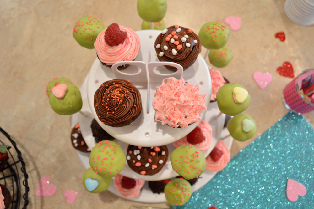 Adorable kids party cupcakes and cake pops - Mommy Scene