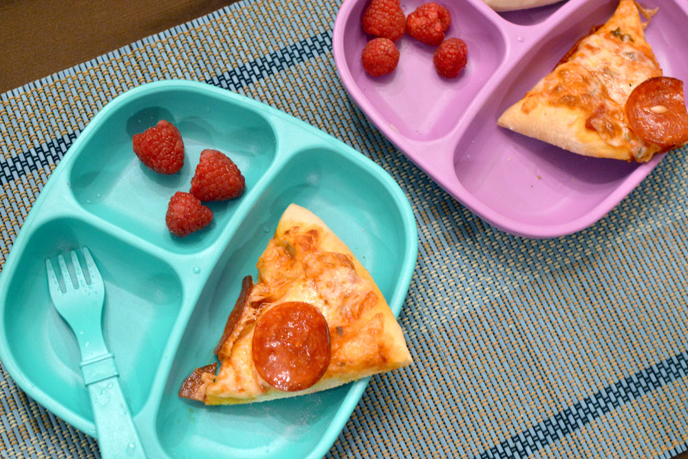 Homemade pizz and Re-play kids tableware - Mommy Scene