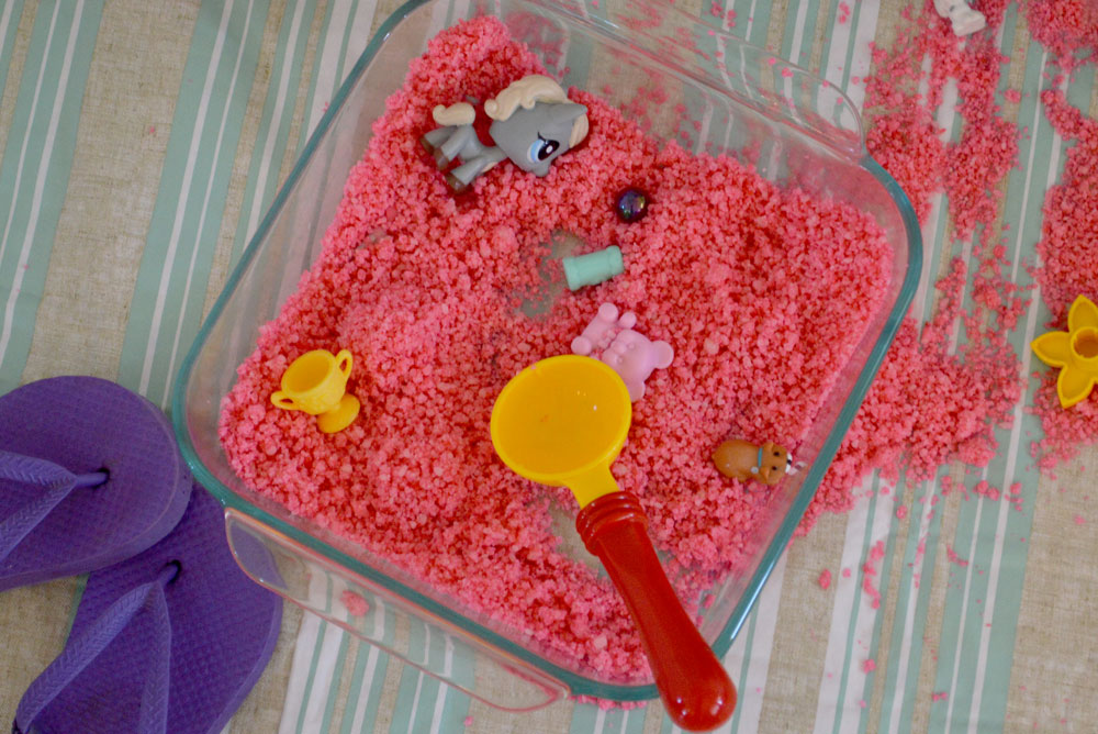 Homemade sugar sand sensory activity - Mommy Scene