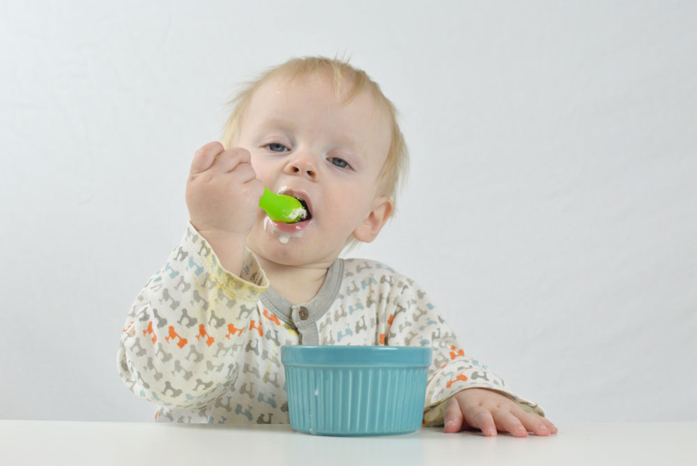 Baby boy feeding himself Olababy silicone spoon - Mommy Scene