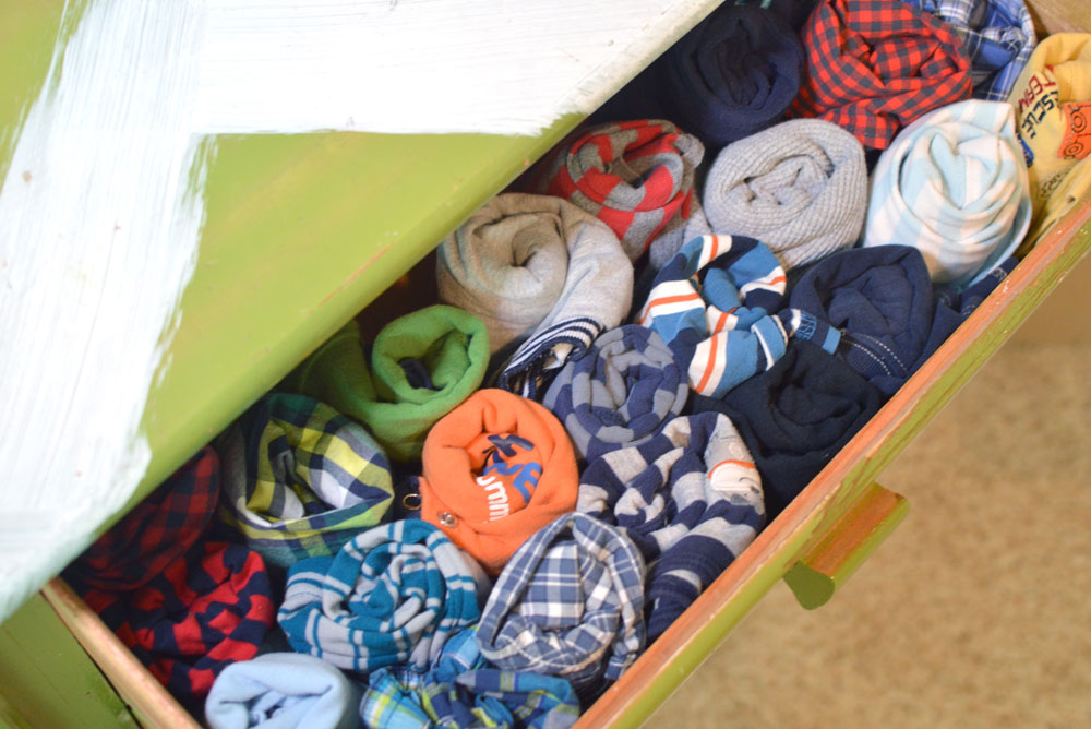How to organize kids' clothes and organize dresser drawers - Mommy Scene