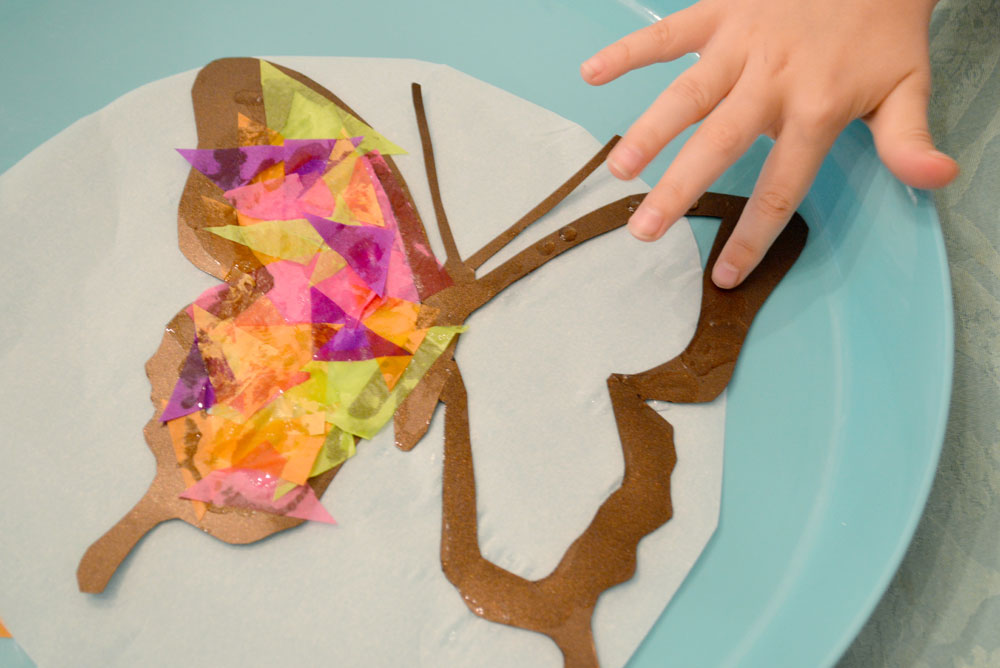 How to make butterfly suncatchers - Mommy Scene