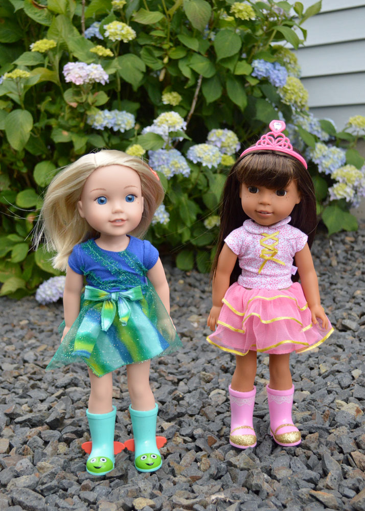 American Girl Wellie Wishers doll each come with coordinating wellie boots - Mommy Scene review