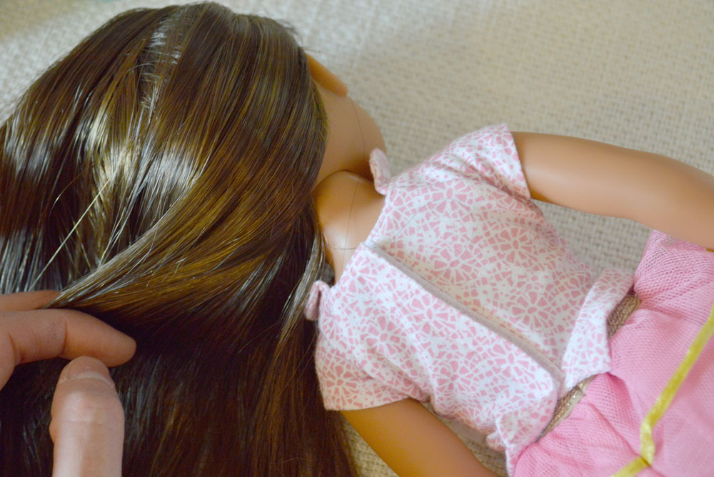 American Girl Wellie Wishers doll heads attach directly to their vinyl body - Mommy Scene review