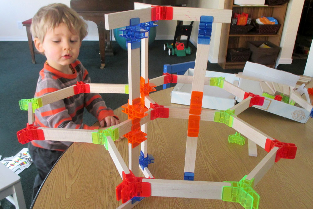 Build cool structures with Brackitz Building Play Set for kids - Mommy Scene