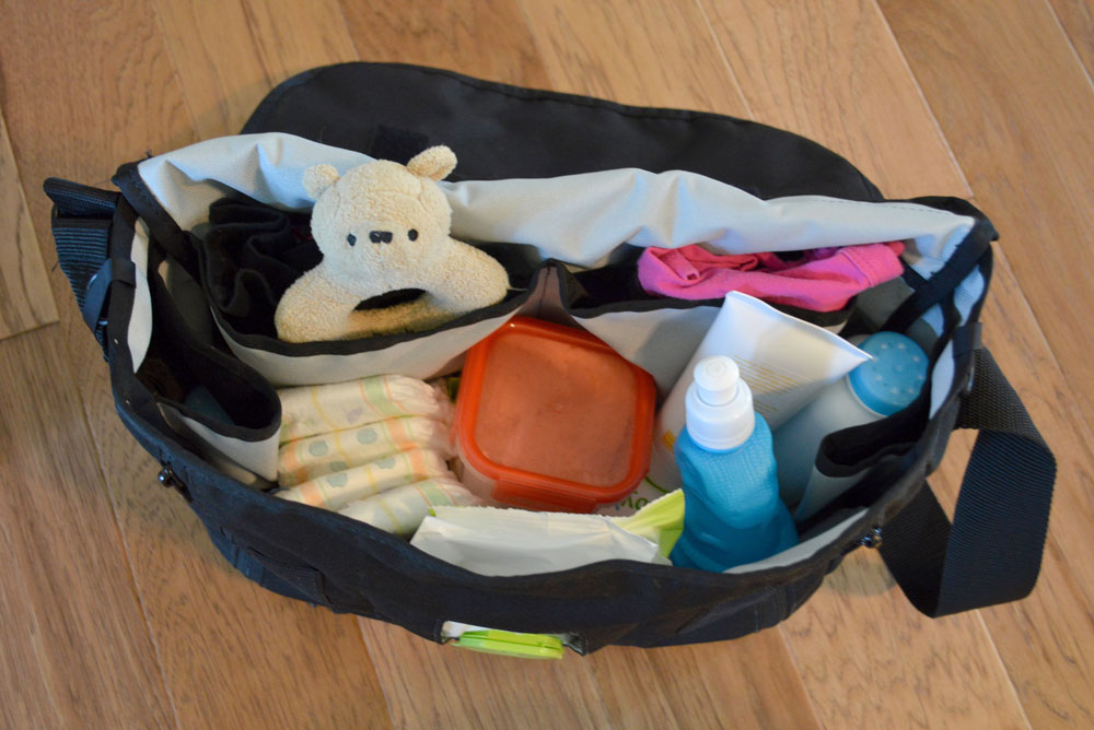 DadGear Messenger Bag fits lots of stuff - Mommy Scene review