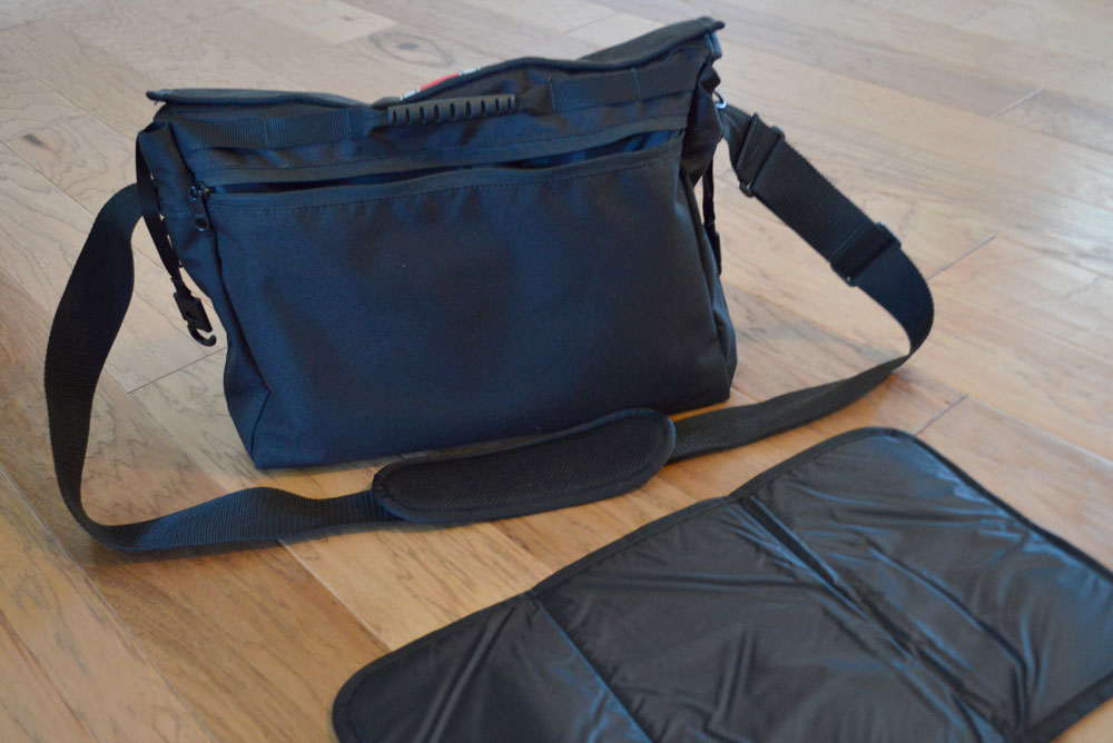 DadGear Messenger Bag had a portable pad - Mommy Scene review