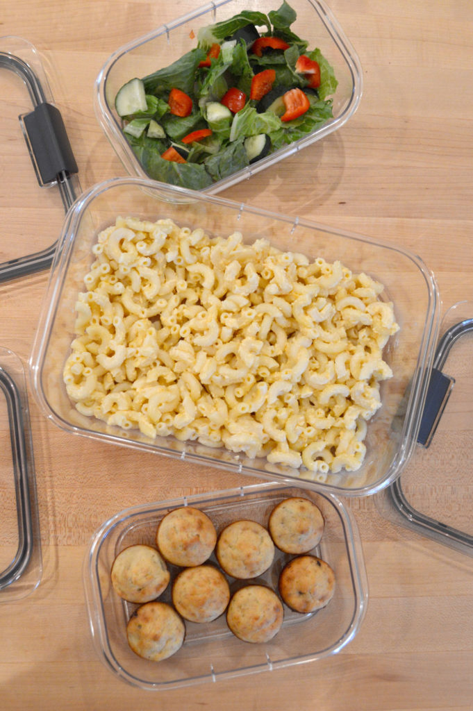 Homemade macaroni and cheese and Rubermaid BRILLIANCE food storage containers - Mommy Scene
