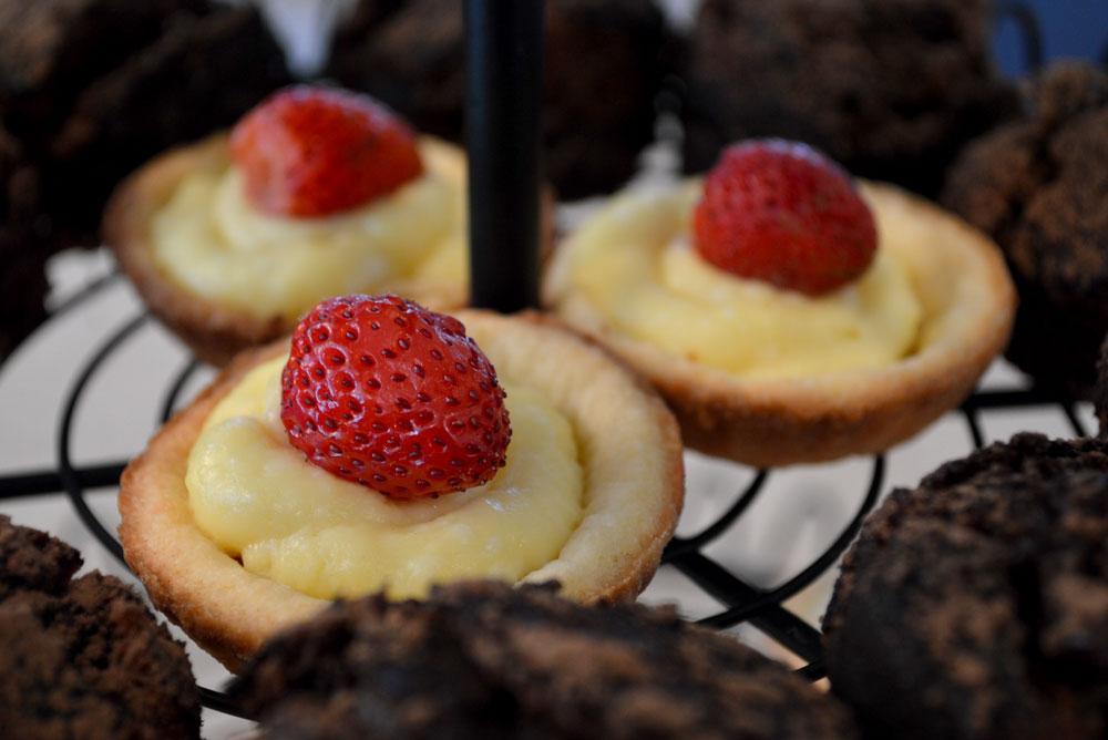 Easy homemade strawberry custard tarts