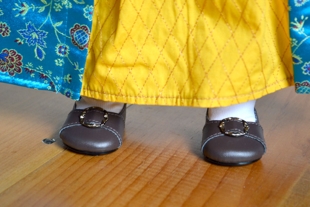 American Girl Felicity has simple brown buckle shoes - Mommy Scene