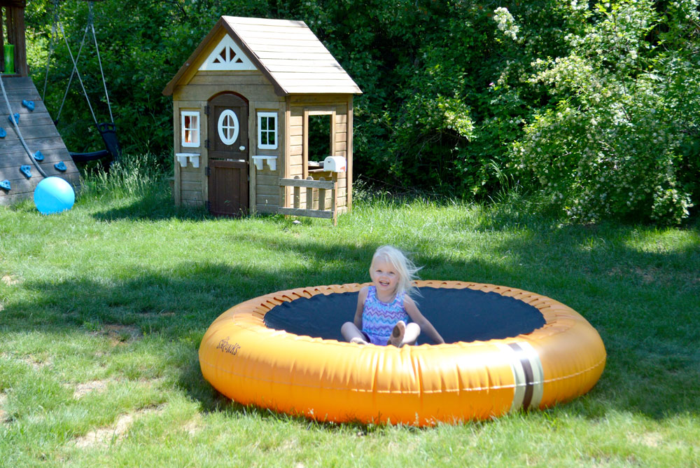 Kids yard activities The Shrunks trampoline pool - Mommy Scene