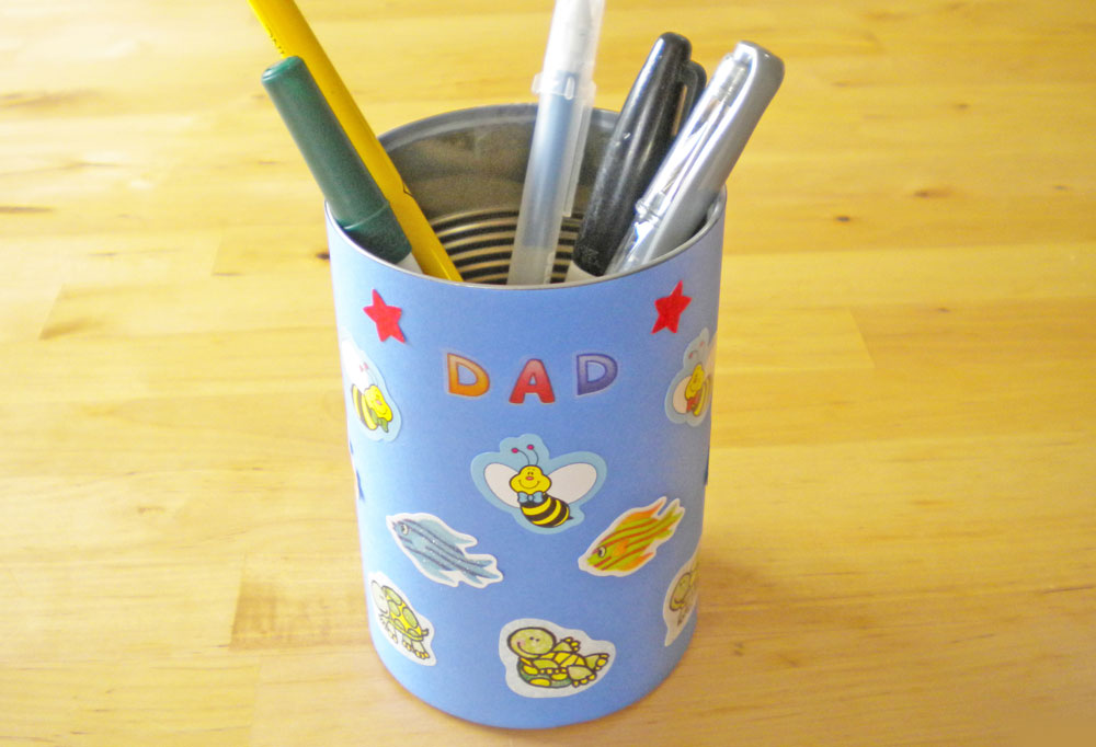 Dad DIY pencil holder from a repurposed can - Mommy Scene