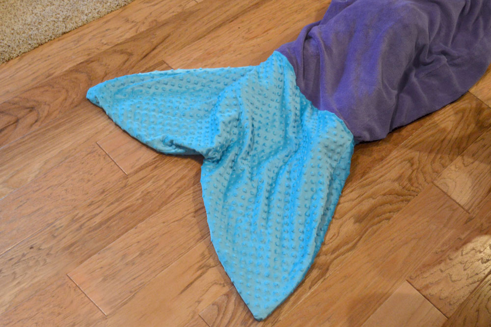 DIY mermaid tail blanket - Mommy Scene