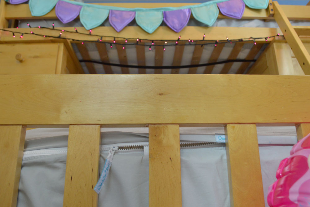 Quick-Zip Sheets make changing the sheets on a bunk bed so much easier - Mommy Scene