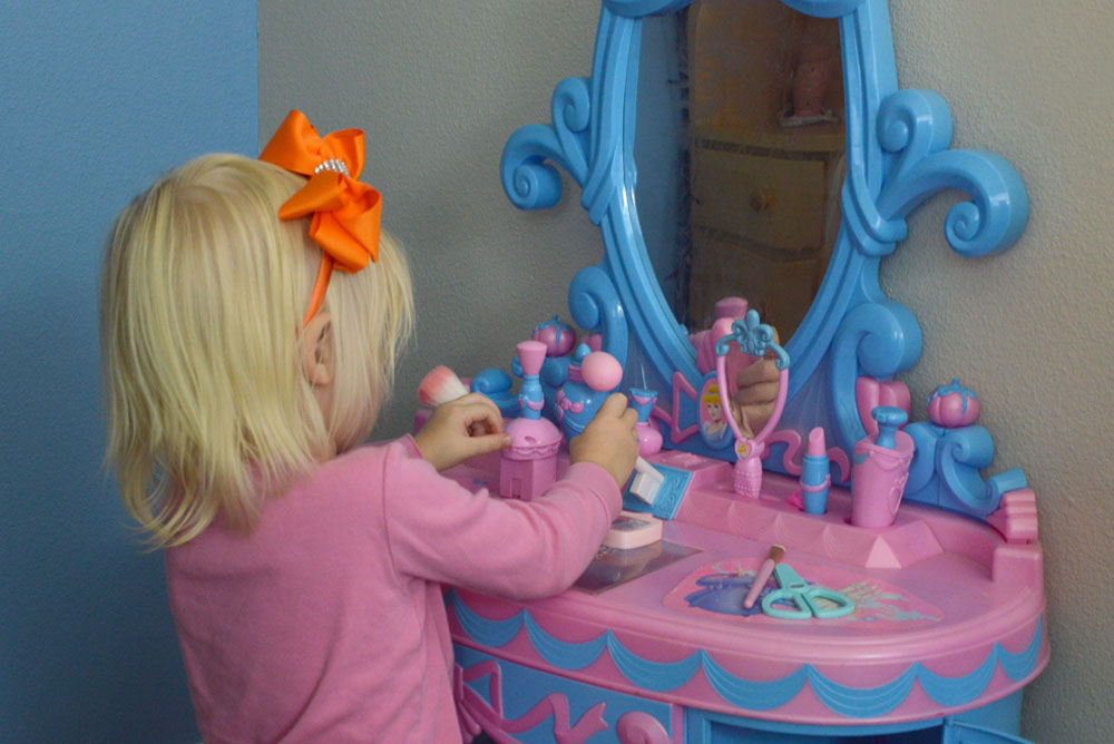 Mermaid kids room design with cute vanity - Mommy Scene