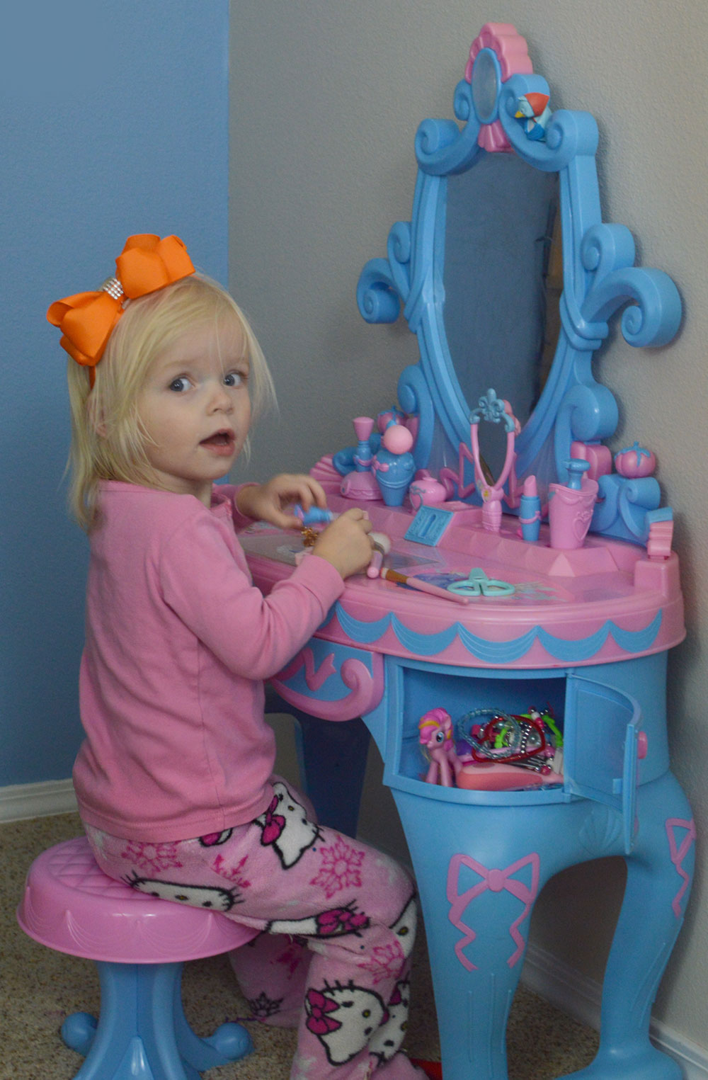 Kids bedroom makeup vanity mermaid theme - Mommy Scene