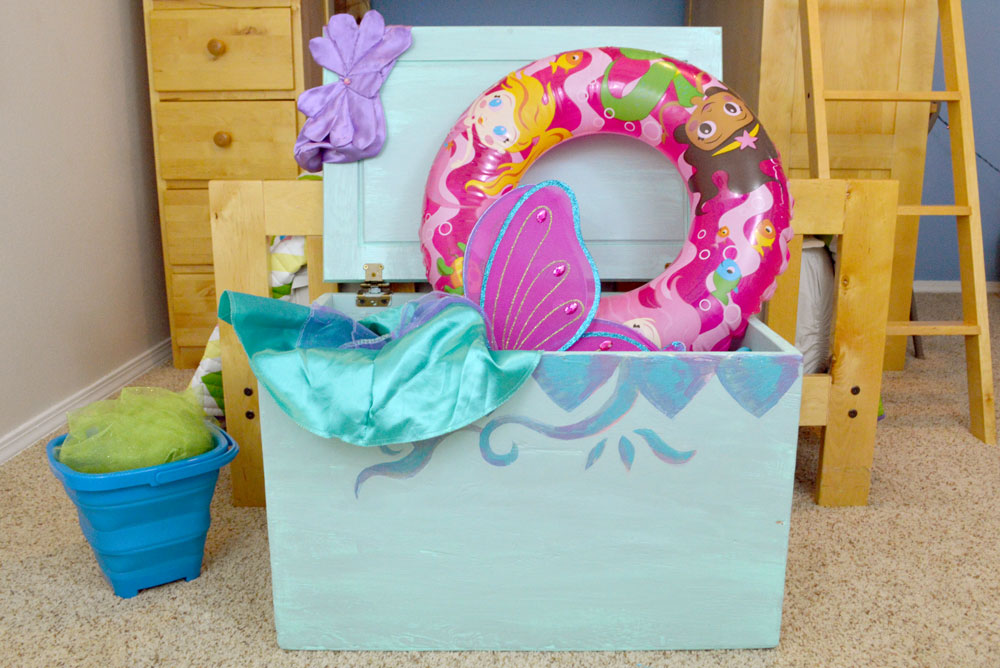 Painted toy storage trunk for toy organizing - Kids' mermaid bedroom design
