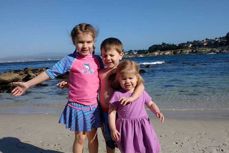 Family beach trip and Primary kids' clothing - Mommy Scene