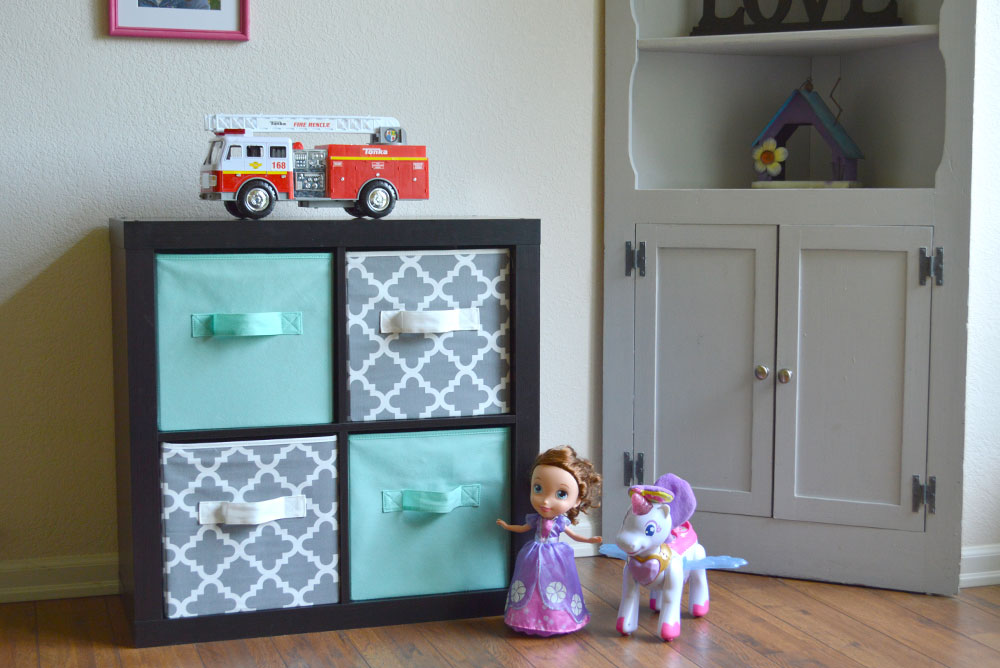 How to organize toys with cube shelves