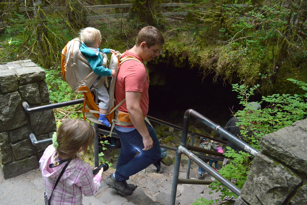 Ape Cave family hike in Washington - Mommy Scene