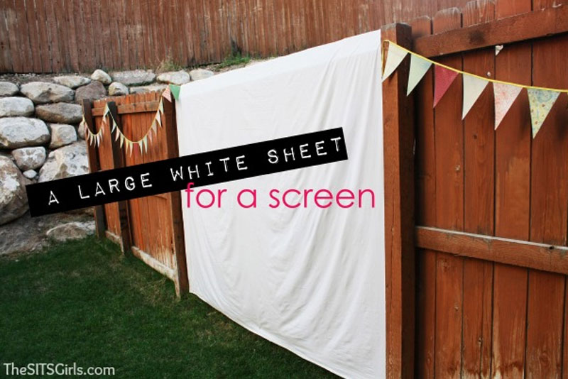 Backyard Movie Night portable screen - Mommy Scene