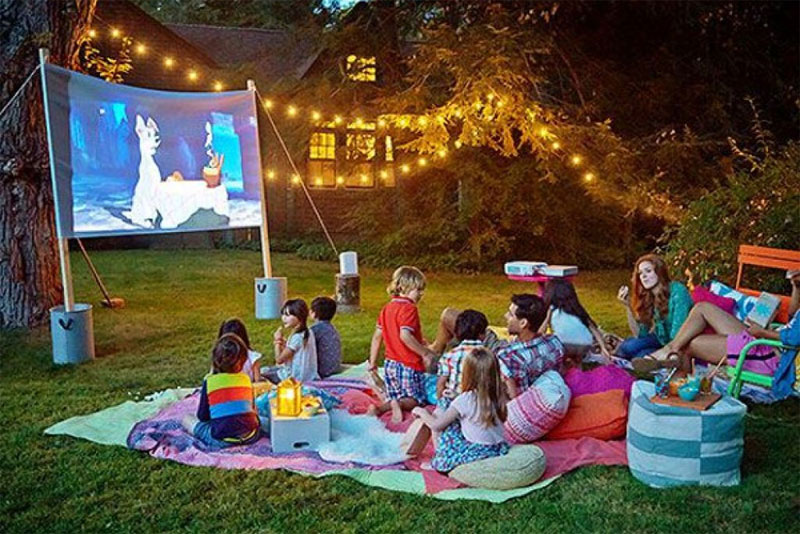 Fun Backyard Movie Night for kids - Mommy Scene
