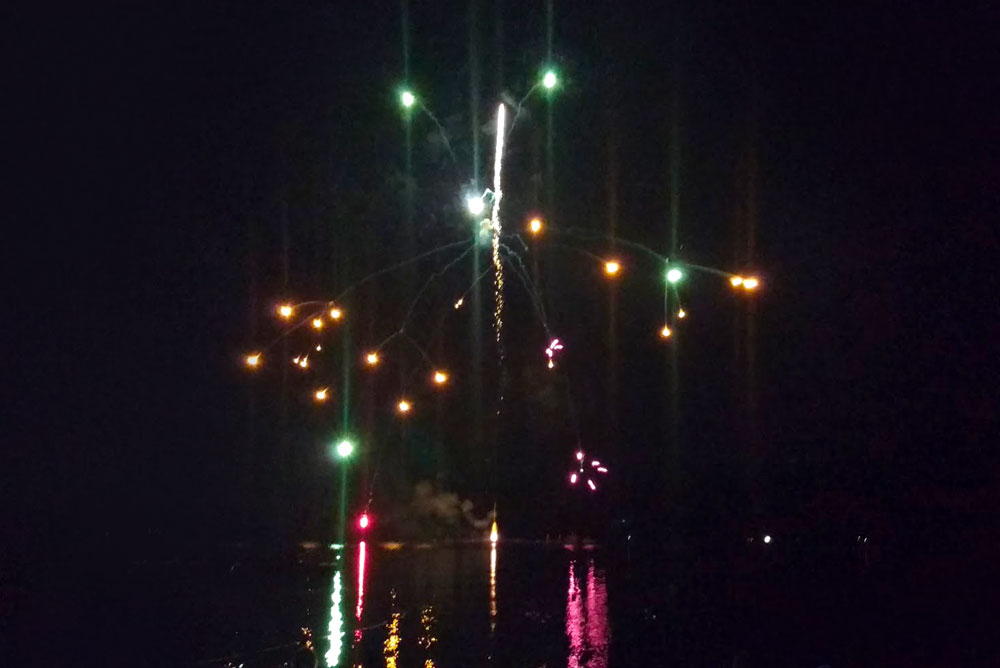 Diamond Lake forth of July fireworks - Mommy Scene