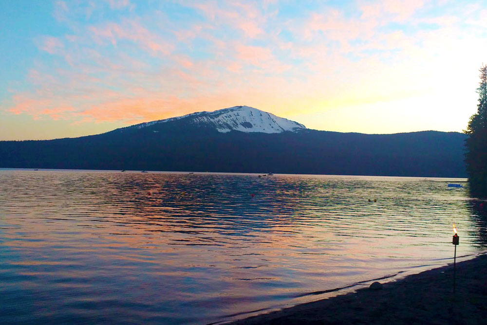 Diamond Lake and Mount Bailey in Oregon - Mommy Scene
