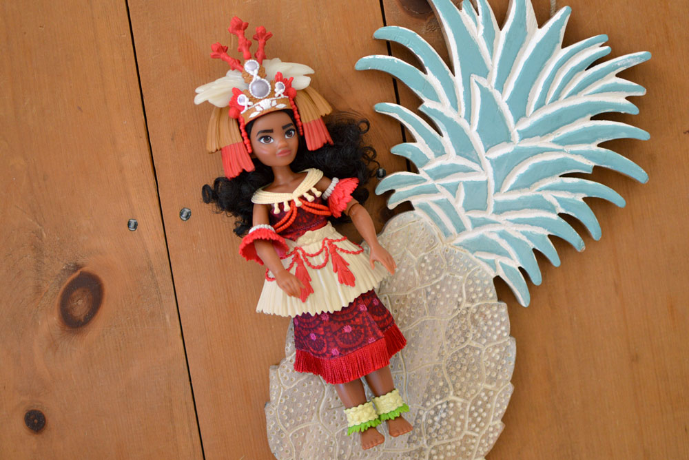Moana Disney princess doll with ceremonial dress - Mommy Scene