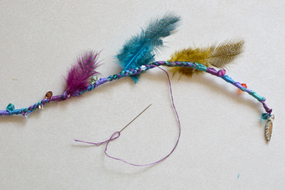 Feather hair extension with beads - Mommy Scene