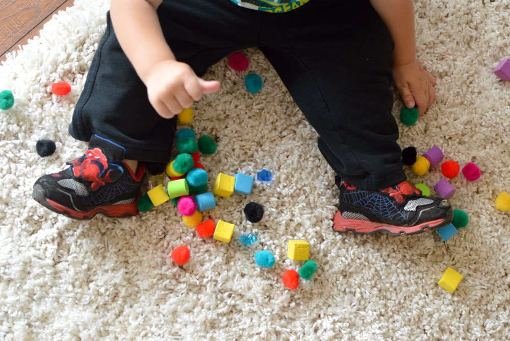 Sensory Pom Poms toddler activity - Mommy Scene