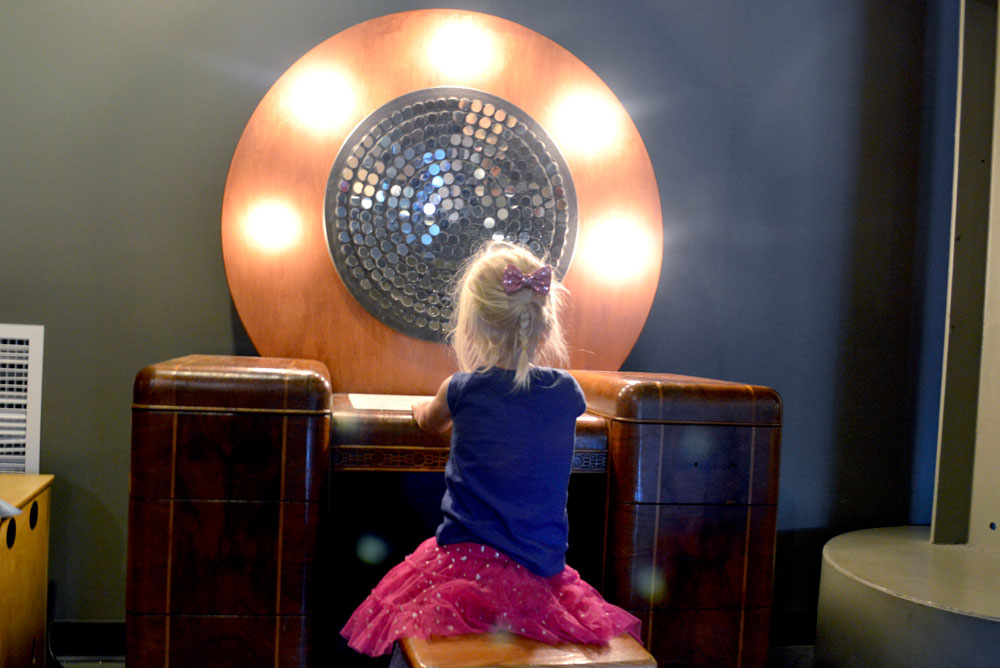 10 San Francisco Family Activities - Exploratorium mirror exhibit - Mommy Scene