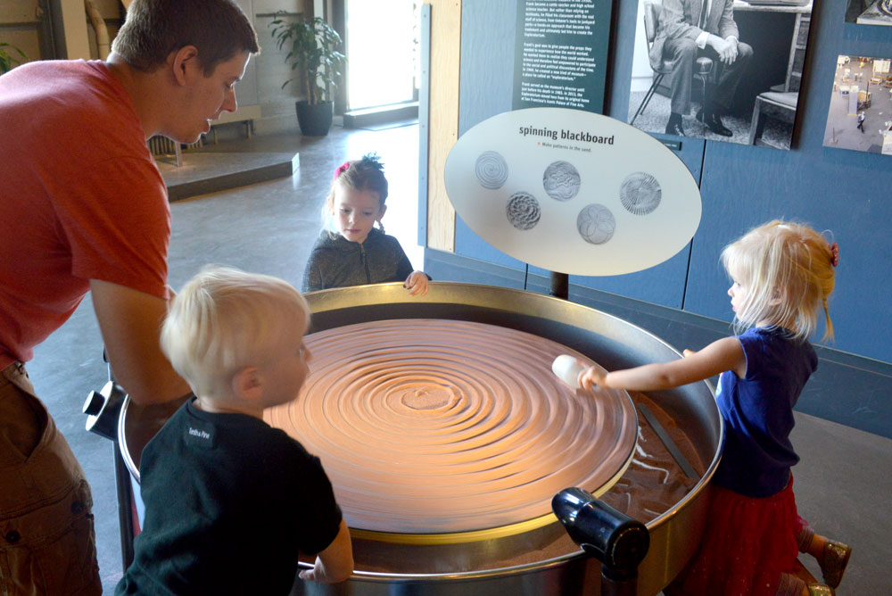 10 Family Activities in San Francisco - Exploratorium spinning sand blackboard activity - Mommy Scene