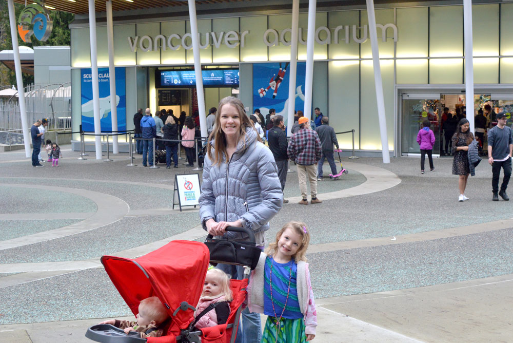 Family visit to the Vancouver Aquarium in Canada - Mommy Scene