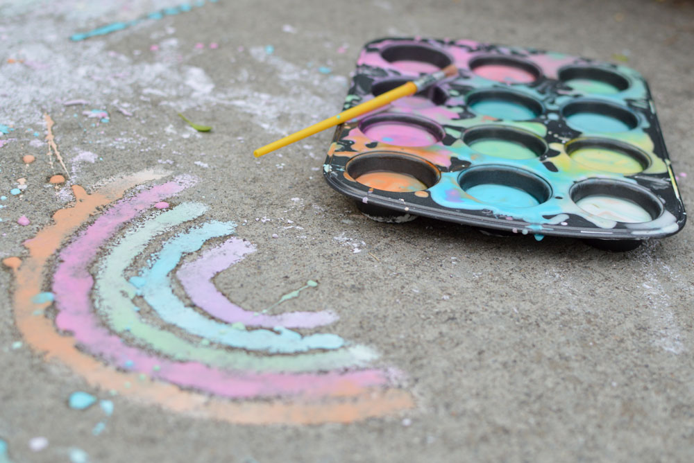 Fun DIY sidewalk chalk paint - Mommy Scene